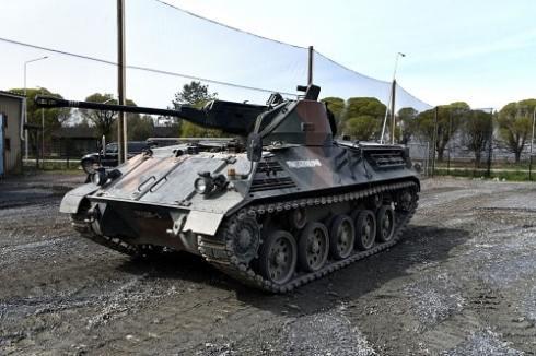 ajoelämys panssarivaunulla kahdelle
